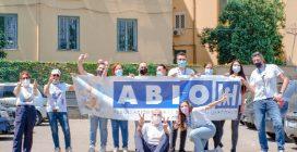Una festa per i bimbi ricoverati al Santobono: gli applausi dalle finestre dei piccoli pazienti