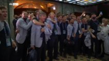 Nazionale, i calciatori italiani cantano 'Notti Magiche' a squarciagola