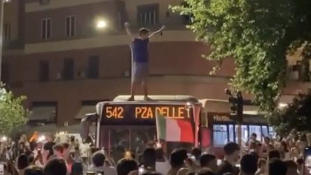 """Roma, festeggiamenti """"sfrenati"""" dopo la vittoria con il Belgio"""