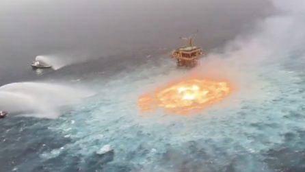 Terribile incendio nel Golfo del Messico: fiamme in mare