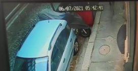 Torino, piromane in azione in strada: decine di auto distrutte