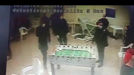 Pestaggi nel carcere di Santa Maria, picchiati i detenuti che giocano a biliardino