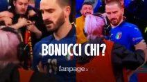 Bonucci confuso per un invasore di campo: bloccato da una steward dopo Italia-Spagna