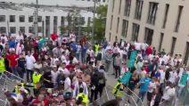 Rissa all'esterno di Wembley: botte tra tifosi intervengono gli steward
