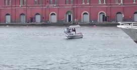 Lavoratori Whirlpool occupano il Molo Beverello a Napoli