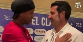 Ronaldinho incontra vecchi compagni e avversari: l'abbraccio con Figo