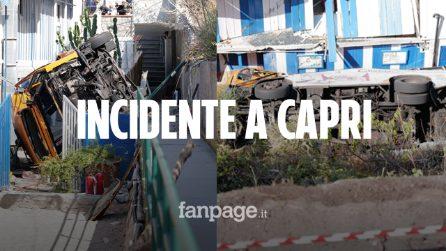 Autobus precipita a Capri con a bordo decine di persone: morto l'autista, 23 i feriti