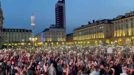 Torino, migliaia di persone manifestano contro il Green Pass