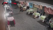 Perdono il telefono dopo la rapina ai turisti, arrestati a Napoli