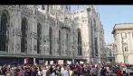 No Green Pass, protesta a Milano: migliaia in corteo in piazza Duomo