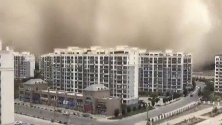 Gigantesca tempesta di sabbia, la città di Dunhuang scompare