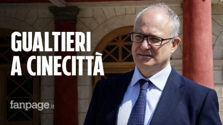 """Roma, Gualtieri negli studi di Cinecittà: """"Avanti con il PNRR per far ripartire il cinema italiano"""""""