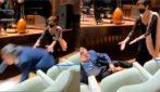 Napoli, caduta rovinosa del maestro Riccardo Muti alla festa dei suoi 80 anni