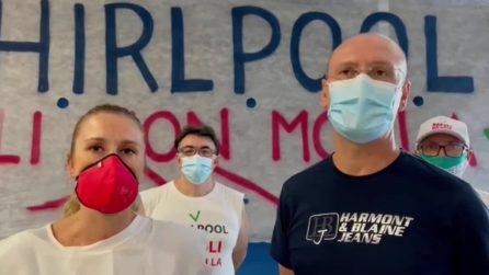 """Whirlpool Napoli, Ferragosto in fabbrica per gli operai: """"Non molliamo, la protesta continua"""""""
