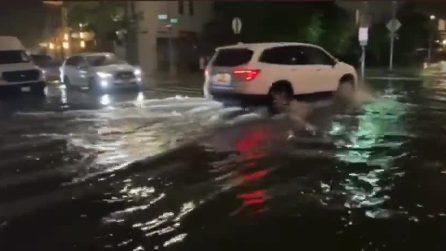 Le inondazioni causate dall'uragano Henri a New York
