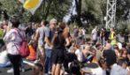 Lavoratori di Alitalia bloccano l'autostrada Roma-Fiumicino, scontri con la polizia