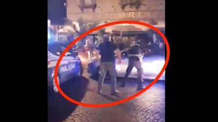 Terrore davanti al Gambrinus nella notte e fuga sul Lungomare contromano: il video
