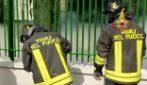 Carinaro (Caserta): grosso incendio in una azienda di accessori auto in plastica: fumo nero su tutta l'area