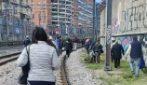 Guasto alla Stazione Porta Nolana, passeggeri a piedi sui binari
