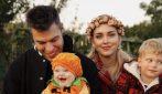 L'Halloween di Chiara Ferragni e Fedez è in un campo di zucche vicino a Milano
