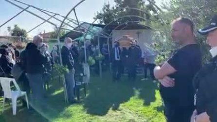 La bara portata a spalla (video)